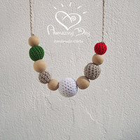 Green White Red Teething Necklace, Crochet CHRISTMAS Nursing Necklace, ITALY Baby wearing Necklace Organic Eco friendly Modern Mom Gift 2015