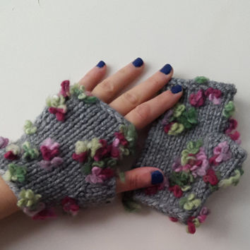 Three-dimensional flowers. wrist cuff,gray gloves. Knitted gloves, hand knitted, knitted, gloves very colorful.