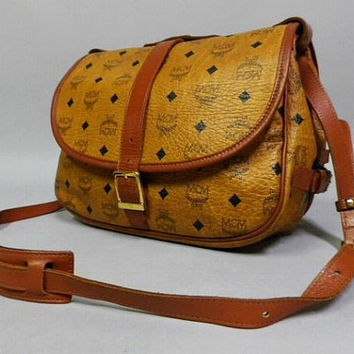 Vintage MCM brown monogram saumur messenger shoulder bag with leather trimmings. Great vintage condition and daily bag for unisex.