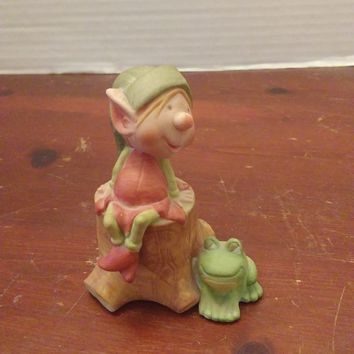 vintage himself the elf sitting on a stump with a frog figurine statue