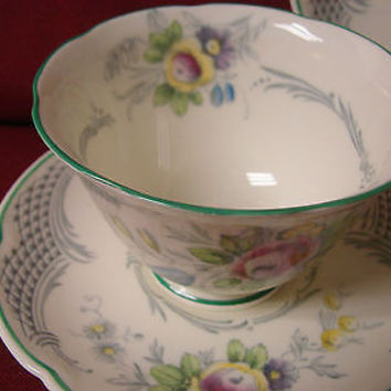 Royal Doulton,#V2275 Old Chelsea, Green Adapted from a plate circa 1760 -1 C/S