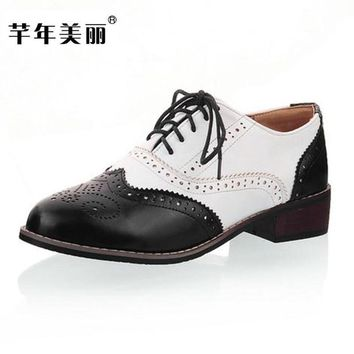Oxford shoes large size spell color Women shoes Spring and Autumn new carved flat Ladies Shoes Fashion student shoes skor boty