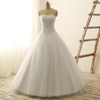 Simple Elegant Ball Gown Wedding Dress With Sweetheart Neck Lace Top Tulle Skirt Lace Up Back Basque Waist