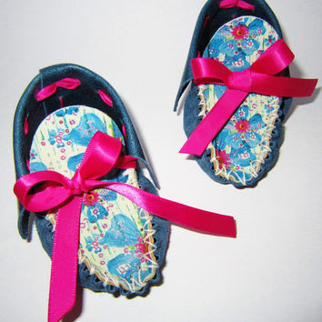 print leather BABY MOCCASINS, special PRINT indigo blue leather baby shoes, newborn shoes, infant shoes, shower gift - Spring Basket Flowers