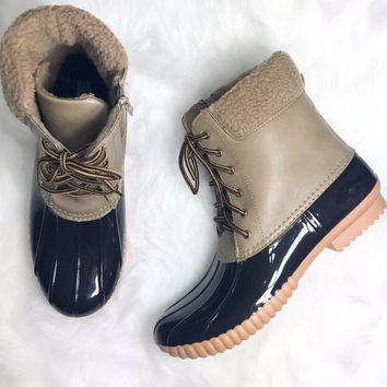 SZ 6 Weather Wonderland Taupe Duck Boot