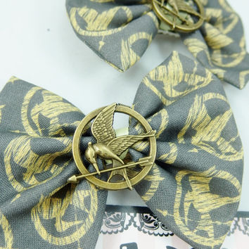 Hunger Games Grey Hair Bow with Mockingjay Pin -- Katniss -- District 12 -- Fabric Hair Clip -- Bow and Arrow