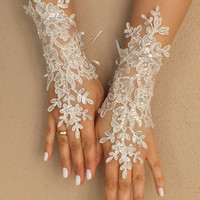 Weddinggloves //  LOVE / Unique very elegant Ivory free ship bridal gloves gauntlet guantes pearls, embroidered with crystal beads