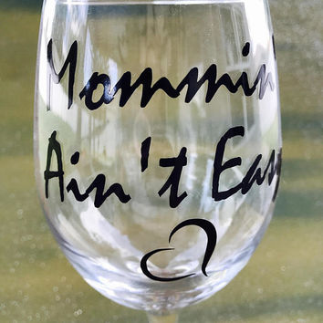 Mommin' Ain't Easy--- large wine glass --- Best friend birthday gift! Bestie Gift! New mom gift!