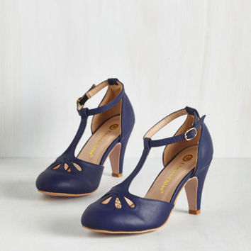 Vintage Inspired Aisle Come Running Heel in Navy