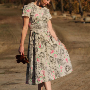 Romantic 1930s novelty print day dress, unique pockets, faux netting and rose pattern