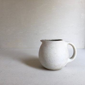 RUSTIC WHITE PITCHER 60 oz, ceramic, pottery, jug, round big pitcher, vessel, pot, rustic, vessel, gift decanter, canteen, whitepottery