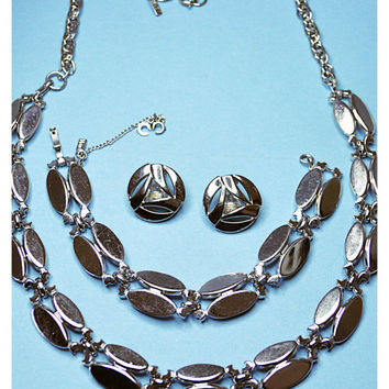 MONET Vintage Silver Double Oval Links Necklace and Bracelet, and Round Cutout Clip Earrings Set, Fab 60's Silver!  #A581