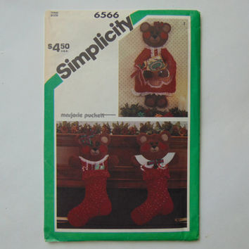 Simplicity Craft Pattern 6566 Bear Stocking and Card Holder