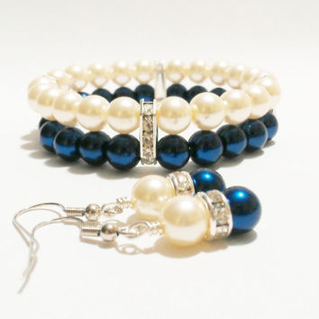 Pearl Wedding Jewelry / Bracelet and Earring Set / Blue Wedding / Bridesmaid Jewelry / Pearl Earrings / Bridesmaid Jewelry / Navy and Ivory