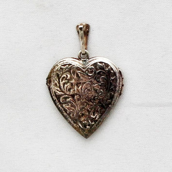 1940s Art Nouveau German Locket Vintage Portrait Heart Medallion Portrait  Photo