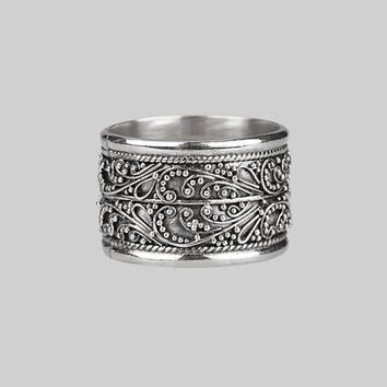 LOVE SICK. Detailed Bali Silver Ring – REGALROSE