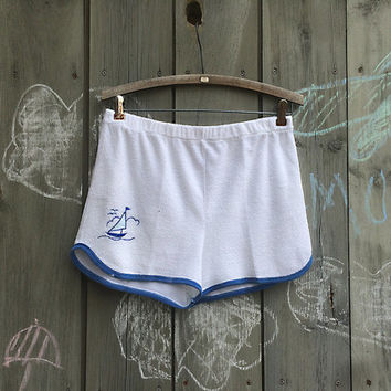 Vintage shorts | High-waisted soft white terrycloth athletic shorts with sailboat decoration