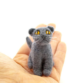 Scottish fold cat needle felted miniature pet portrait figurine, Cat lover gift, Cat art, Dollhouse miniature, Pocket toy