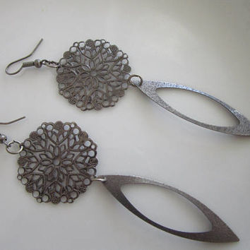 SALE - Gun metal skeleton daisy flower earring - clearance earrings - flower earrings - daisy earring - gun metal earrings - flower dangles