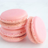 Edible Favor French Macaron 12 Strawberry by SplendidSweetShoppe