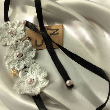 SALE 30% off! -code: MOM. Chic white cotton color necklace to the quaver, setting small pearls.