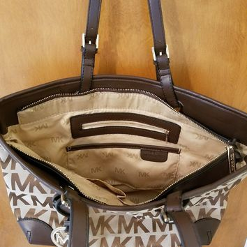 Michael Kors Jet Set tote MK Signature