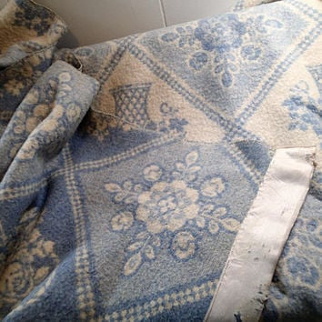 Vintage wool blanket, Blue Flower Baskets and Bouquets, Reverse woven 1950s