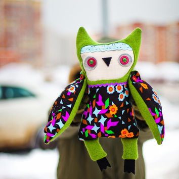 Greenhead owl, soft toy by Wassupbrothers. Free Worldwide Shipping.