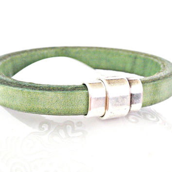 Green thick leather bracelet with zamak magnetic clasp