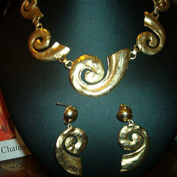 1960s Gold Snail Design Necklace & Clip Earrings Demi Parure Set