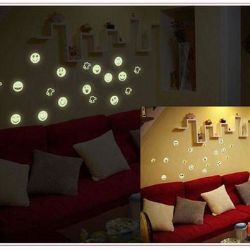 VONFC9 Cartoon Home Decals Decor Glow In The Dark Wall Sticker Smiling Face