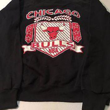 CHICAGO BULLS RETRO GRAPHICS 90'S BLACK NBA SWEATSHIRT SHIPPING