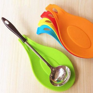 1Pc Kitchen Accessories Spatula Tool Small Silicone Spoon Mat Eggbeater Kitchen Gadget Dish Holder Pad for Kitchen Gadget Random