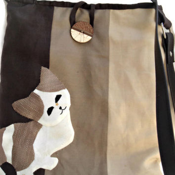 Beige and brown crossbody messenger purse with a hand appliqued cat. Quilted bag