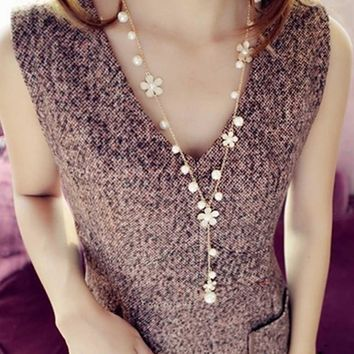 Luxury New Style Women Simulated Pearl Five Petal Crystal Flower Choker New Bib Statement Long Necklace