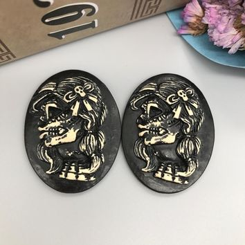 Skull Skulls Halloween Fall  shipping!resin selling   Cameo.Resin cameo black background Flatback Cabochon for Necklace Pendant .Jewelry.DIY30*40mm Calavera