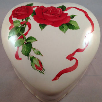 Teleflora Large Heart Shape Keepsake or Dresser Box with Removable Lid Adorned W/ Red Roses 1984
