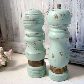 Mint Green Vintage Salt and Pepper Set, Sea Glass Green Painted Wooden Pepper Mill and Salt Shaker Set, Pepper Grinder, Cottage Chic
