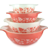 1950s Pink Pyrex Gooseberry Nesting Bowls, Mixing Bowls, Batter Bowls