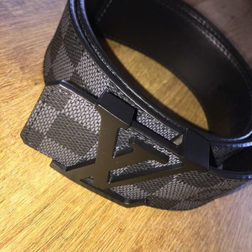 LOUIS VUITTON BELT. Size 90/30-33. Damier Canvas.