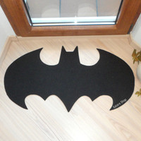 Rug based in a Batman logo. Shape doormat. Custom door mat logo.