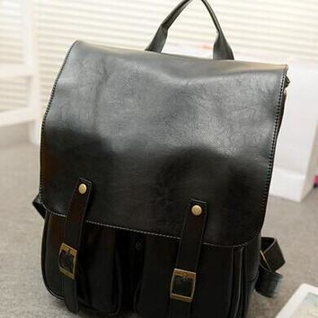 The new 2017 school bags, PU leather backpack College student backpack style restoring ancient ways of England