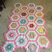 Vintage Quilt Top, Honeycomb Pattern Quilt, Grandmothers flower garden, Cottage chic