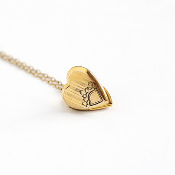 Vintage 12k Gold Filled Flower Heart Locket Necklace - Late Art Deco Dainty 1940s Sweetheart Pendant Romantic Floral H.F.B. Co Jewelry
