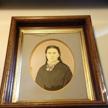 1883 Picture Portrait Victorian Handsome Woman Wood Frame Antique Painted Photo 8 x 10 Cincinnati, Ohio