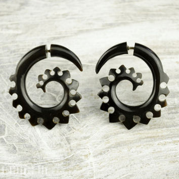 Fake Gauge Earrings Horn Earrings Black Solor  Spade Spirals Tribal Earrings - Gauges Plugs Bone Horn - FG023 H