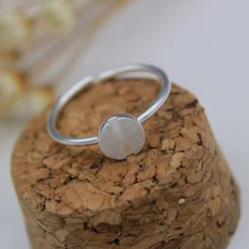 Simple brushed silver round-shape ring + Gift box ALQ1022R