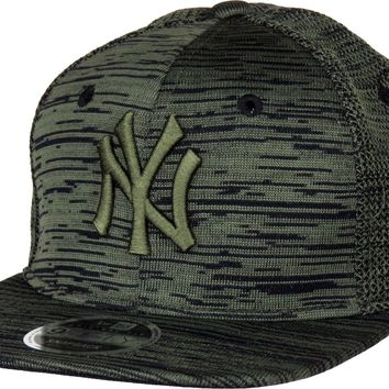 NY Yankees New Era 950 Engineered Fit Snapback Cap + Gift Box