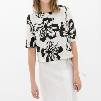 Black and White Floral Print Short Sleeve Top