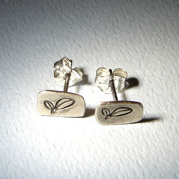 Sterling Silver Stud Earrings with Leaf Design and Brushed Patina - 925 ER918